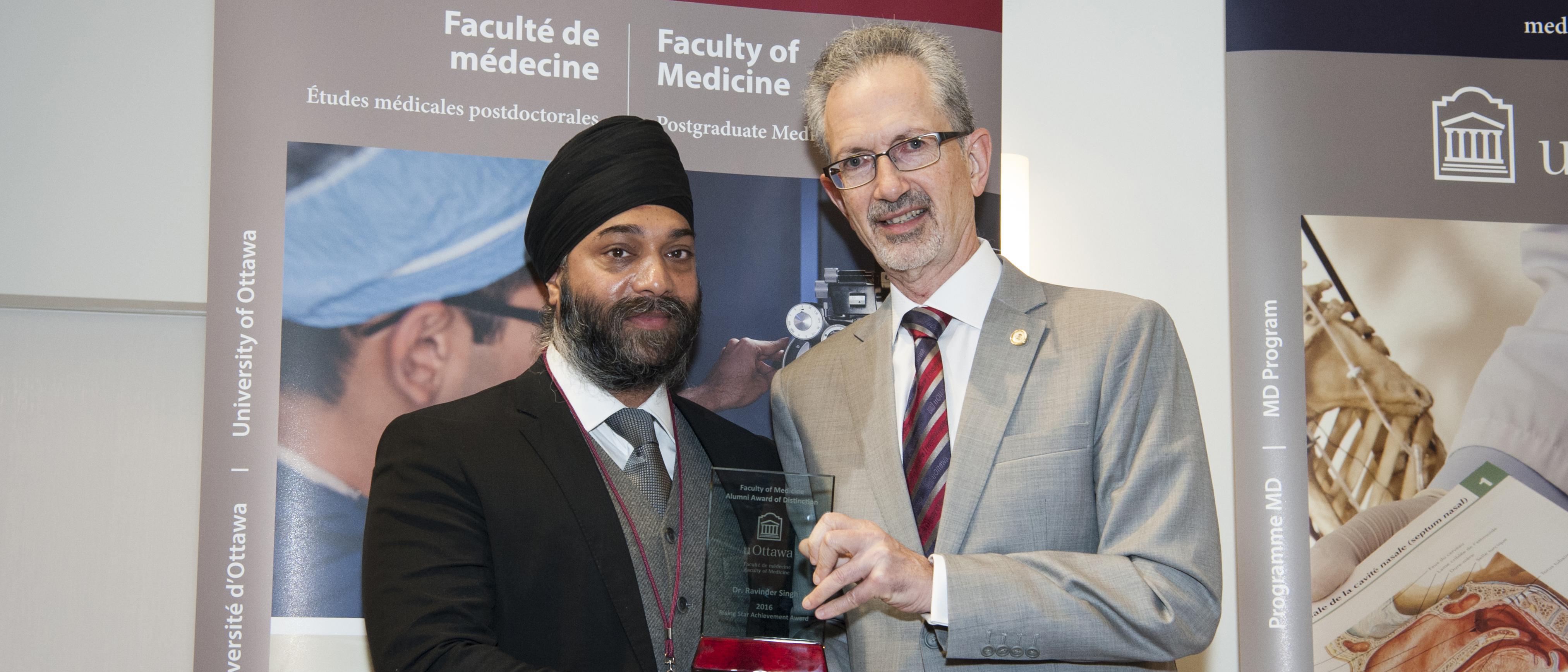 Dr. Ravinder Singh receives his Rising Star Award at Homecoming 2016