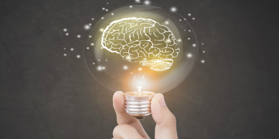 Cerveau dans une amoule représentant la recherche