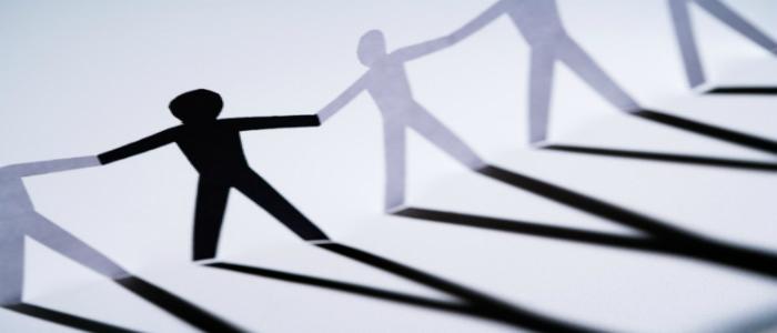 Structure de papier symbolisant le partenariat