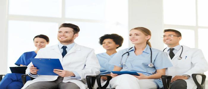 Médecins suivant une formation pour symboliser la FMC