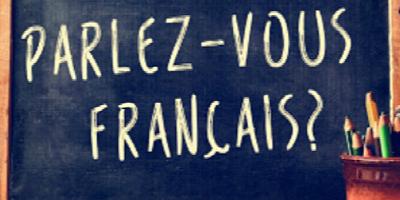 tableau noir demandant si la personne parle le français pour symboliser les cours de français langue seconde