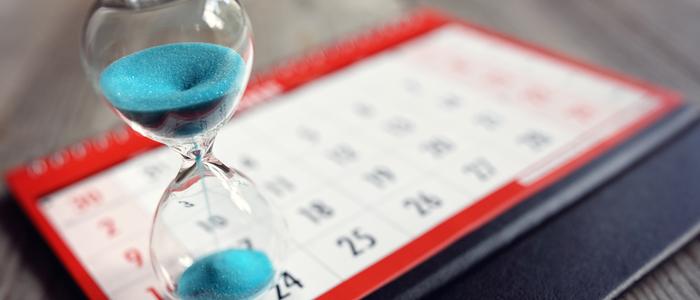 Sablier sur un calendrier