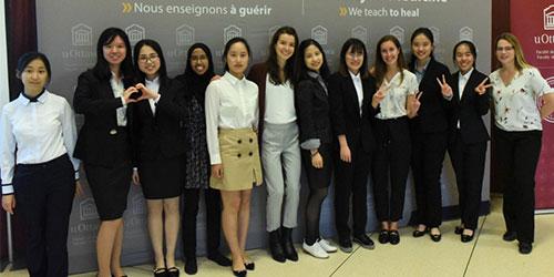 group d'etudiants de uO et de l'ecole conjoite participant au programme de support pour les etudiants a l'Universite d'Ottawa