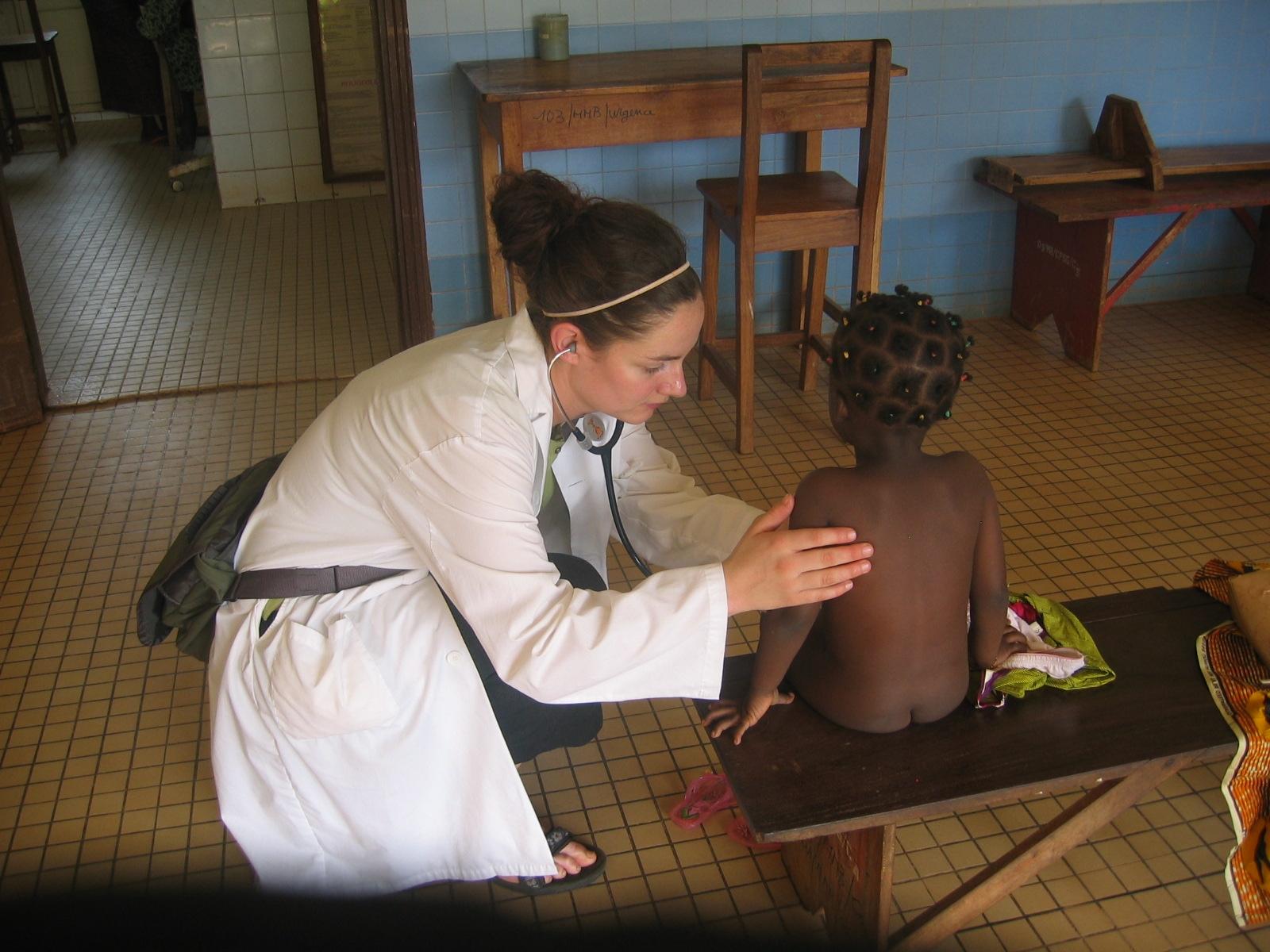 Etudiante uOttawa pendant son stage international en Afrique