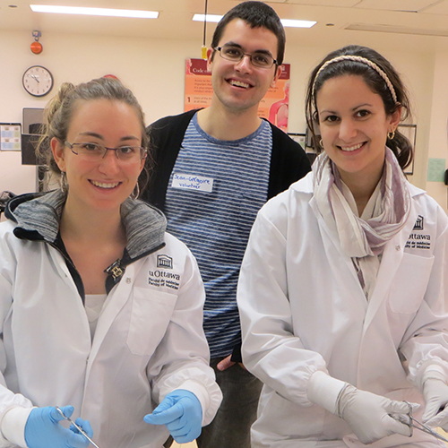 uOttawa medical students participate in a Family Medicine Interest Group clinical skills session.