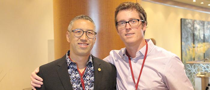Le Dr Chuck Su et le Dr Robin Kennie aux journées de perfectionnement du corps professoral