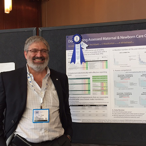 Dr. Gary Viner presents a DFM research poster at the Family Medicine Forum.