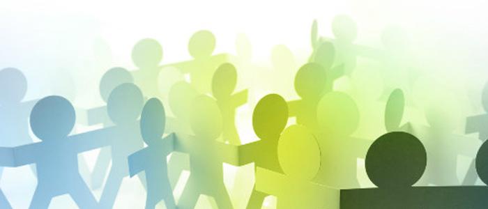 Une représentation graphique de plusieurs individus se tenant la main pour représenter le partenariat