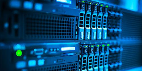 Serveurs de réseau avec des ports exposés.