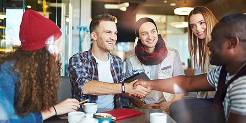 5 students meeting at a café
