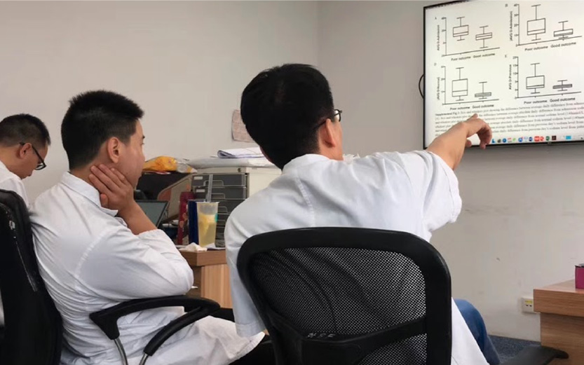 Explaining some of the latest research on-going with his team (Nicholas Ning)