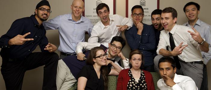 Programme de M.D./Ph. D. de l'Université d'Ottawa  Prenant la pose à l'occasion de la mise à jour tant attendue du site Web : onze étudiantes et étudiants du programme de M.D./Ph.D. qui ont commencé le programme entre 2010 et 2013.