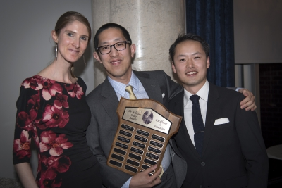 Dr. Darren Tse receives the the Sir William Osler Award for Excellence in Education