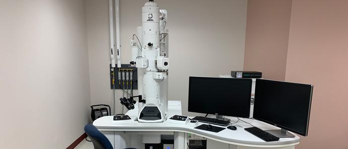 Le microscope électronique à transmission situé dans la pièce 2533 du pavillon Roger Guindon.
