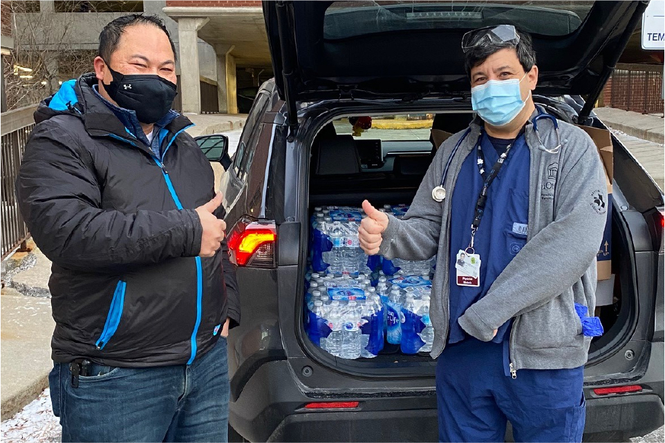 Dr. Lorne Wiesenfeld (right) stands beside Mr. Hiep Trieu, manager of the Real Canadian Superstore (Westboro). The store donated food and drink for staff, volunteers, and front line workers at the COVID-19 vaccination clinic.