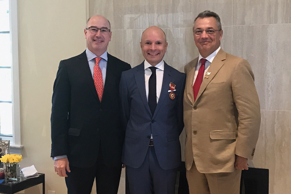 From left to right: Sergio Restrepo, Colombian Consul in Montreal with Dr. Carlos Torres and His Excellency Nicolas Lloreda, Ambassador of Colombia in Canada.