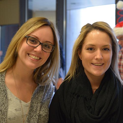 Deux membres du personnel de soutien de la Faculté de médecine.