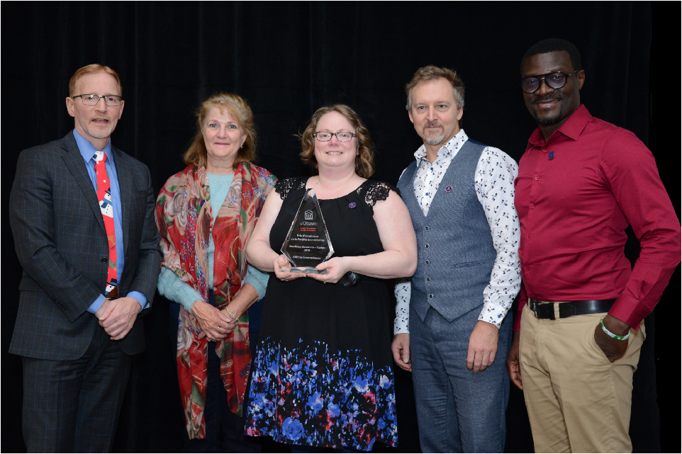 Dr. Jasmin, Dean of the Faculty of Medicine, with members of Francophone Affairs, winner of the 2019 Team Service Excellence award.