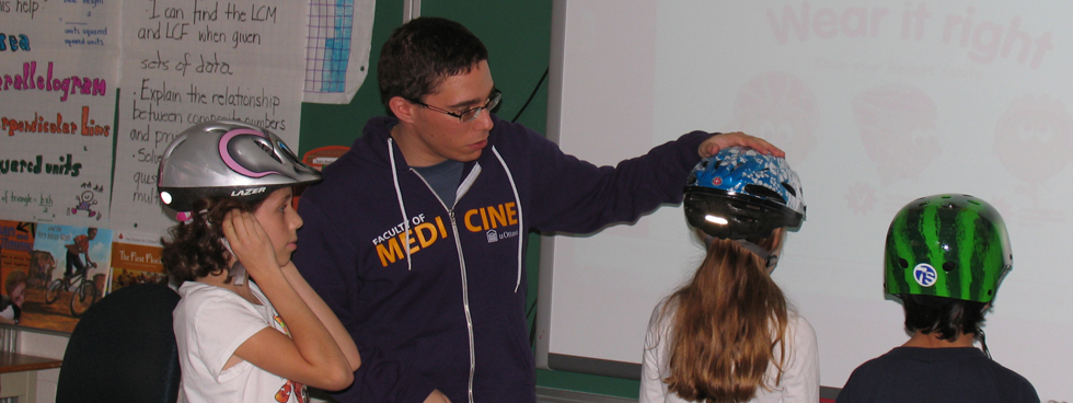 "As a part of the ""Brain Waves"" program with ThinkFirst Ottawa of Parachute Canada, uOttawa MD students visit local elementary schools each Spring to show kids that wearing a helmet prevents brain injury."