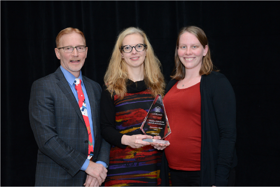 Dr. Jasmin, Dean of the Faculty of Medicine, with members of the CBIA core facility, winner of the 2019 Team Innovation award.