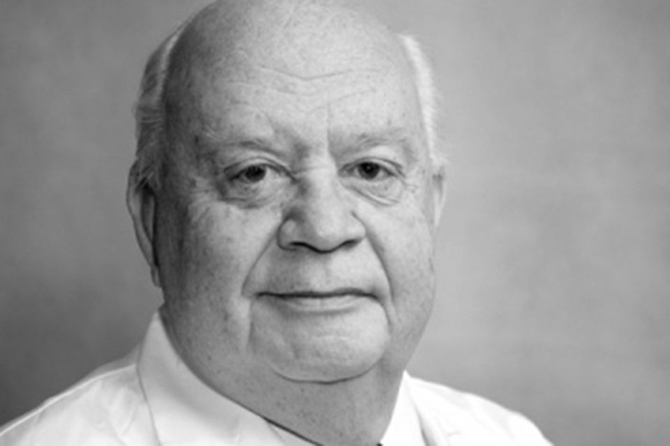 Dr. Adolfo De Bold