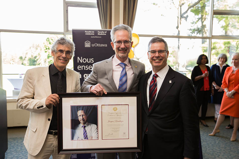 From left to right, Dr. Michel Laurier, former Vice-President Academic and provost, Dr. Jacques Bradwejn, Dean of the Faculty of Medicine and Louis de Melo, Vice-President External Relations. Photo credit: Bonnie Findley
