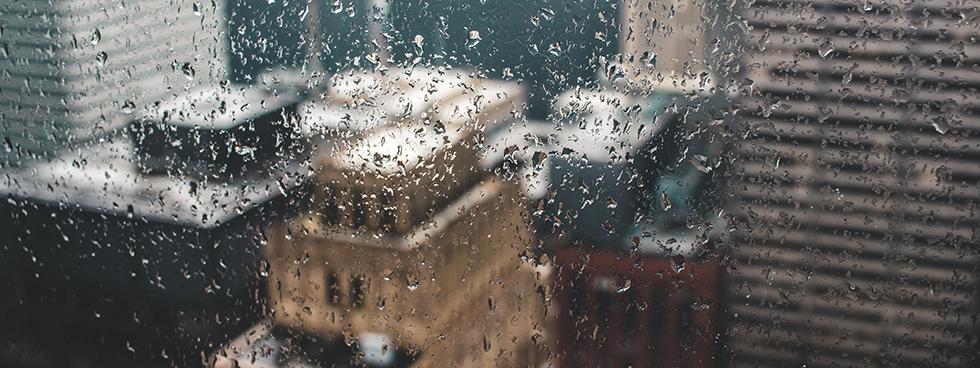 gouttes de pluie sur une fenêtre