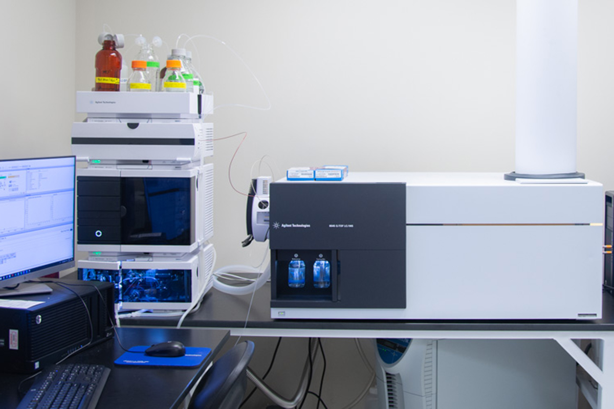 A photo of two pieces of metabolomics analysis equipment.