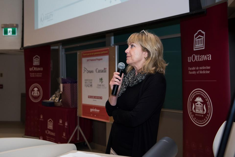 L'animateur de l'événement Dre Ruth Slack a accueilli les invités et présenté les conférenciers.