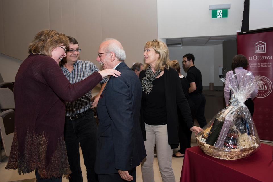 Les invités rencontrent Dr Antoine Hakim.
