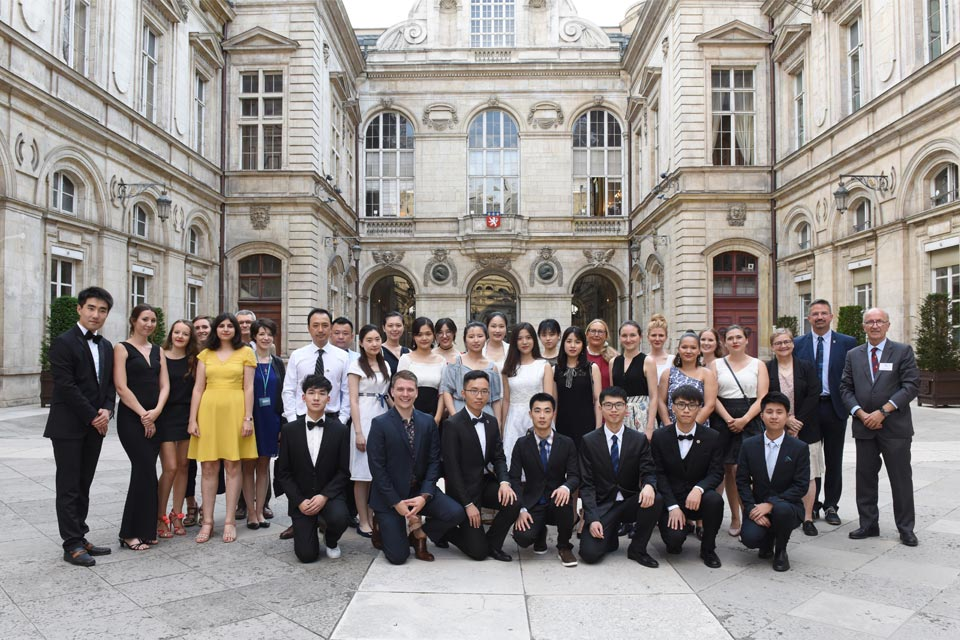 Group photo of students attending summer school in Lyon, France for the 2018 Medicine and Humanities International Program.
