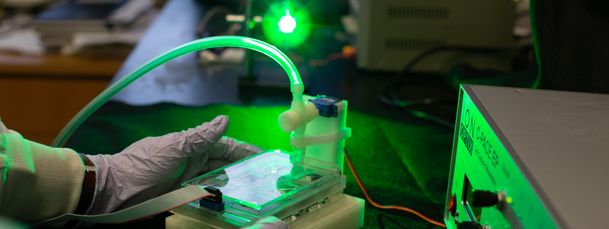 An apparatus that allows researchers to conduct tests on newly generated tissues.