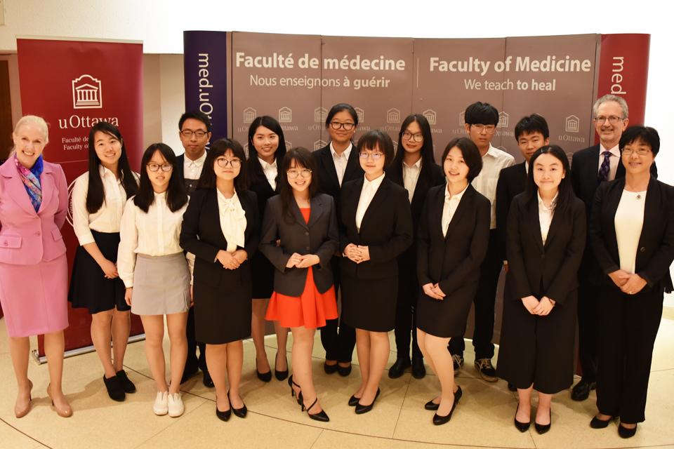 Photo d'étudiants internationaux de France et de Chine.