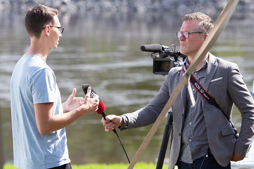 MD2022 Adam Chubbs-Payne discute avec Stu Mills de CBC Ottawa.