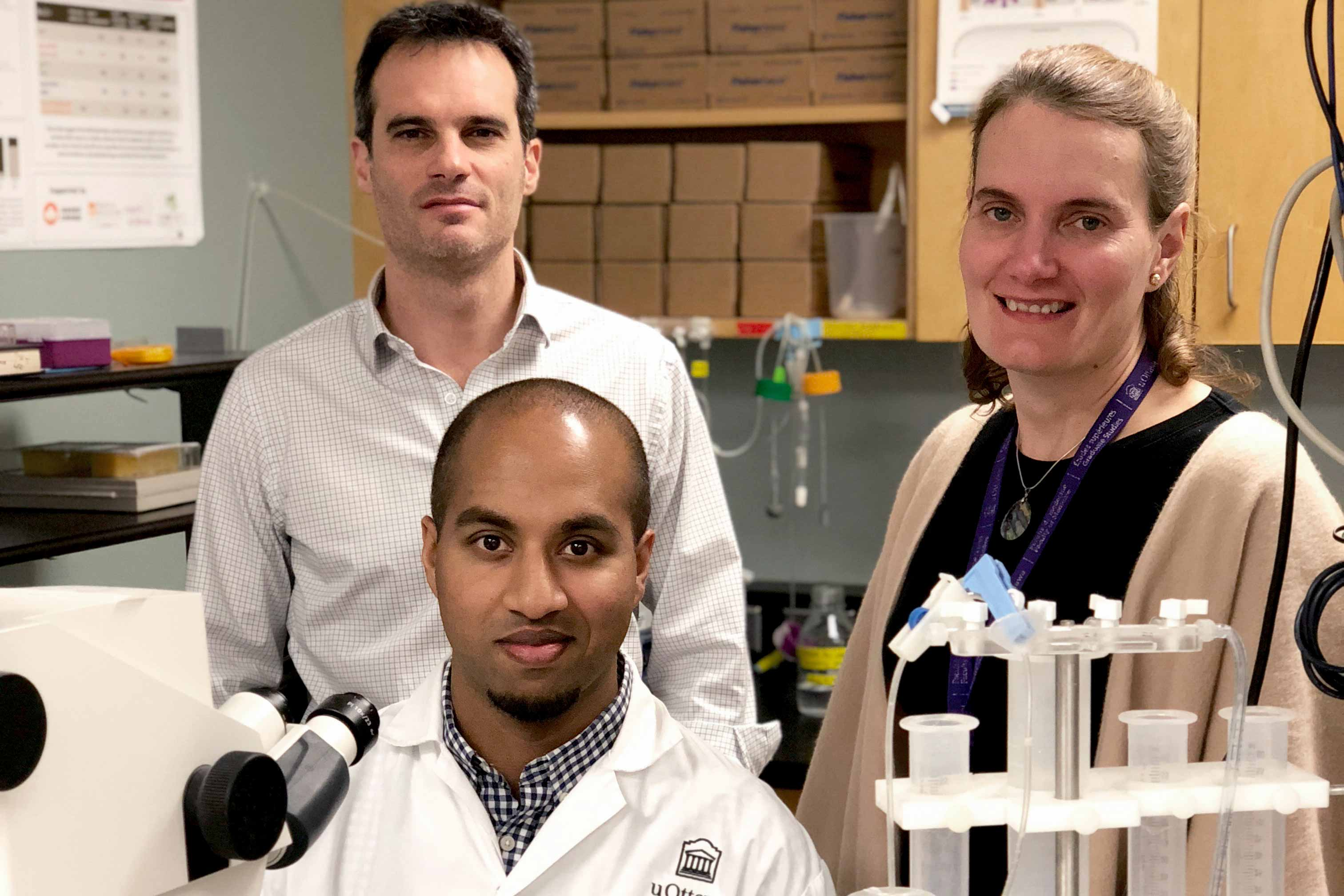 Photo of Dr. Jean-Claude Béïque, Dr. Timal Kannangara and Dr. Diane Lagace in their lab.