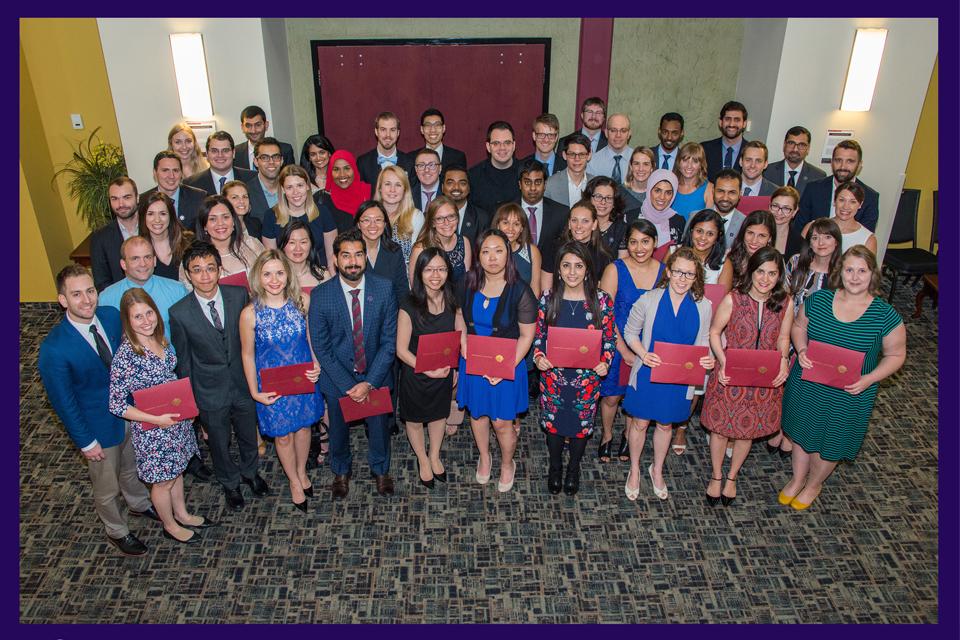 Les résidents de l'Université d'Ottawa à la collation des grades des EMPD.