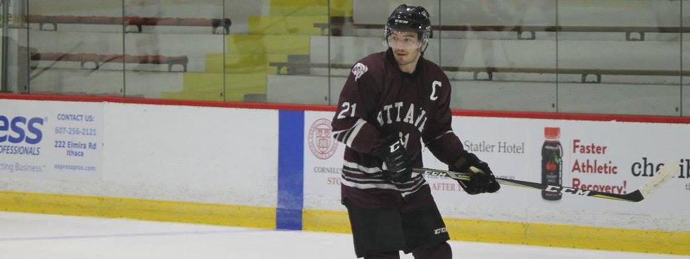 Photo d'Eric Locke jouant au hockey.